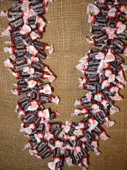 Giant-Tootsie-Roll Candy Lei